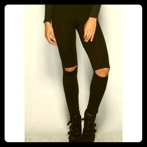 Knee slit leggings